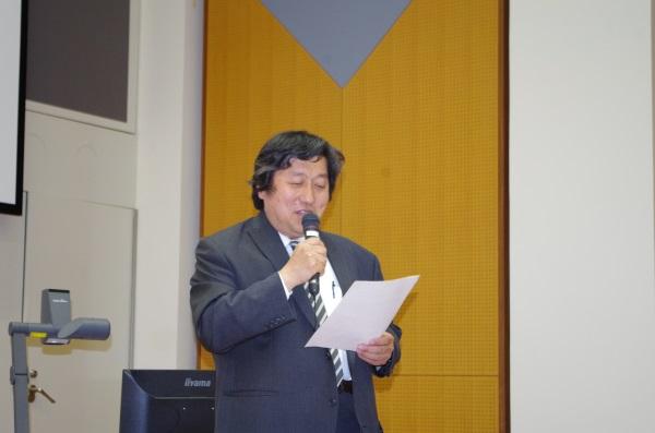 学生奨励賞表彰式の様子(審査委員長:原田隆史先生)