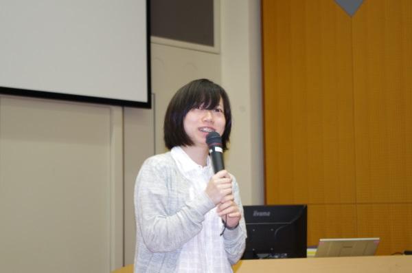 学生奨励賞表彰式(受賞者:青山優里彩さん)